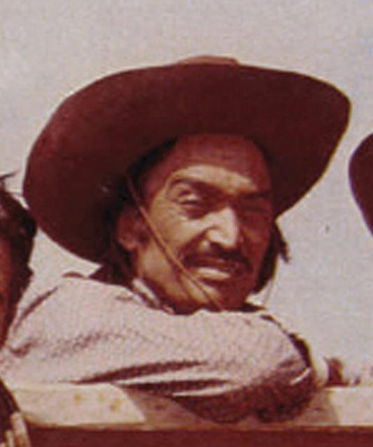Roberto Contreras as Pedro Carr